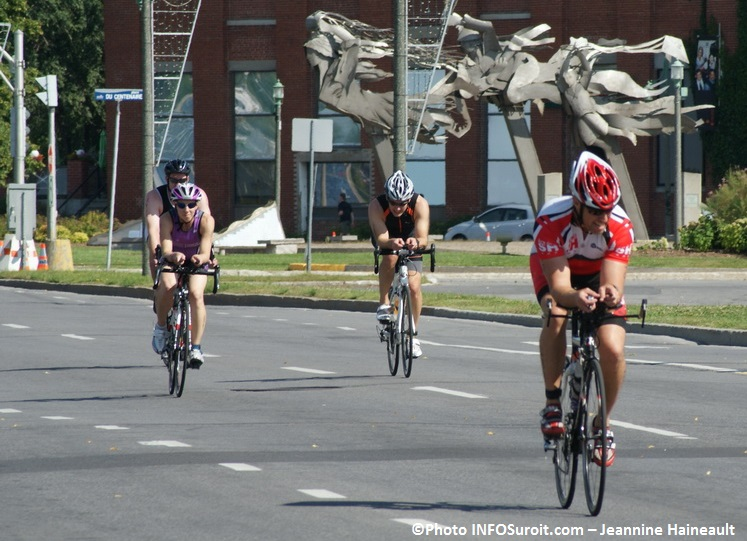 Triathlon-Valleyfield-athletes-velo-aout-2013-Photo-INFOSuroit_com-Jeannine_Haineault