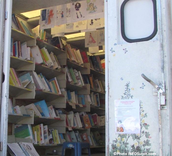 bibliobus camion de livres bouquins a la fete familiale de Chateauguay Photo INFOSuroit_com