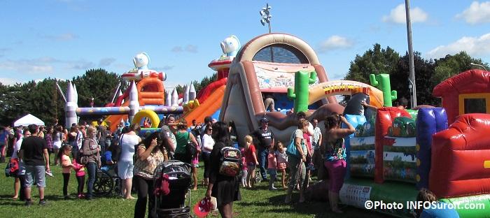 fete-familiale-Chateauguay-2014-jeux-gonflables-et-visiteurs-Photo-INFOSuroit_com