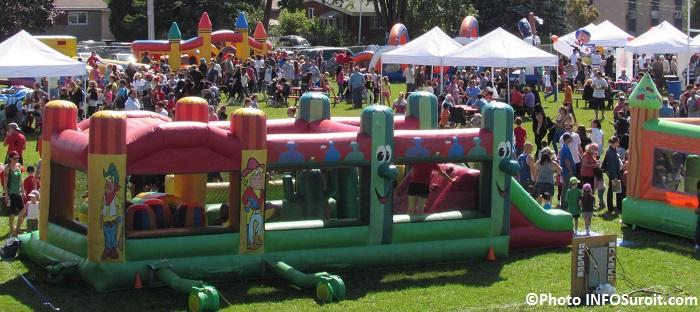 fete-familiale-Chateauguay-2014-jeux-gonflables-visiteurs-Photo-INFOSuroit_com
