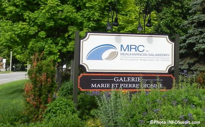 galerie d art Marie et Pierre Dionne et siege social MRC enseigne Photo INFOSuroit_com