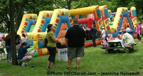 jeux gonflables pique-nique Valleyfield en 2012 Photo INFOSuroit_com-Jeannine_Haineault