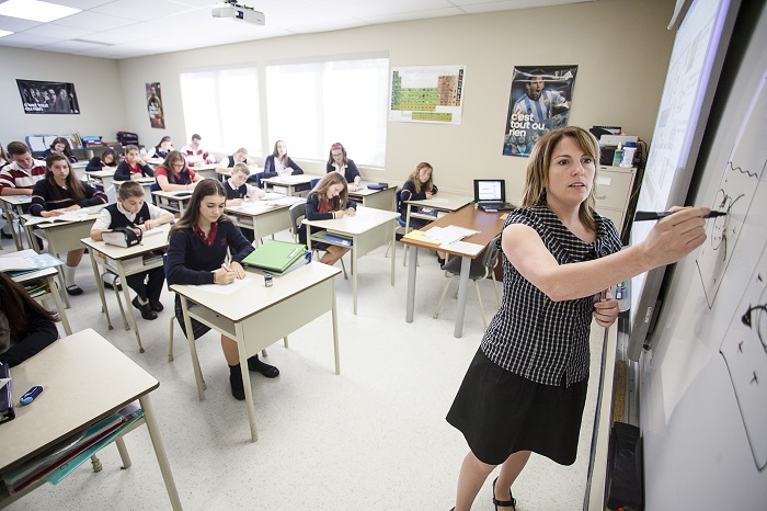College Heritage Chateauguay classe enseignante et eleves Photo courtoisie