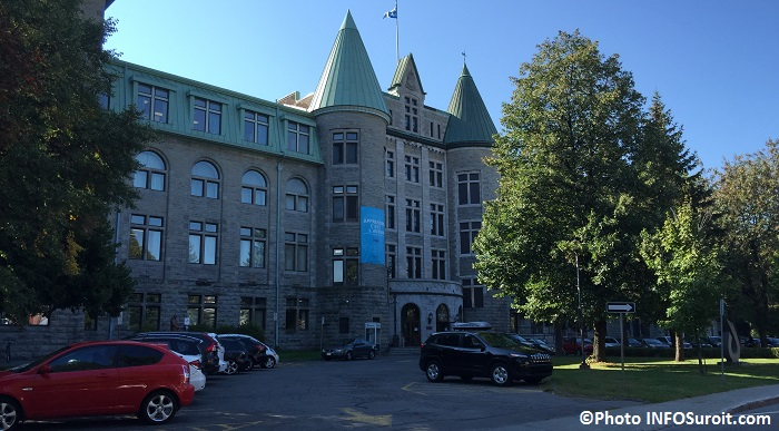 College de Valleyfield septembre 2015 entree rue Champlain Photo INFOSuroit_com