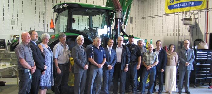 Investissement-gouvernement-Quebec-DEP-Mecanique-agricole-CSVT-photo-courtoisie-publiee-par-INFOSuroit_com