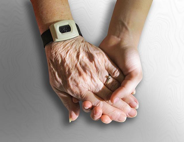 Mains-entraide-soutien-aide-photo-Pixabay-publiee-par-INFOSuroit_com