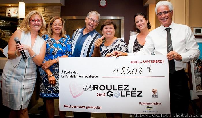 Roulez et Golf pour la sante remise du Cheque Photo courtoisie Fondation Anna-Laberge