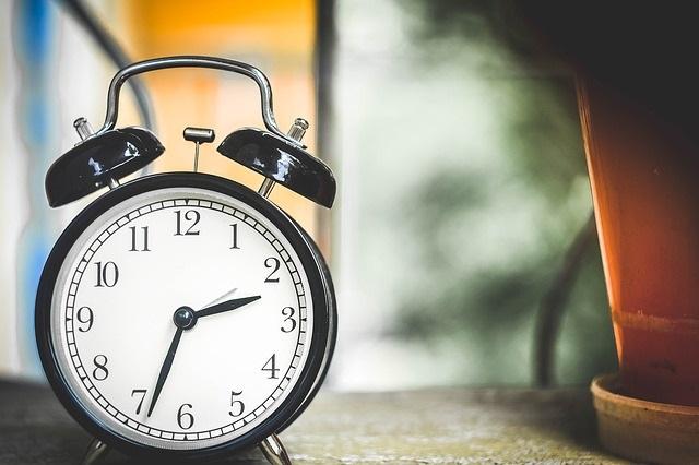 Horloge-heure-cadran-photo-Pixabay-publiee-par-INFOSuroit_com