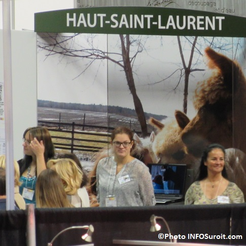 kiosque Haut-Saint-Laurent avec des representants Photo INFOSuroit_com