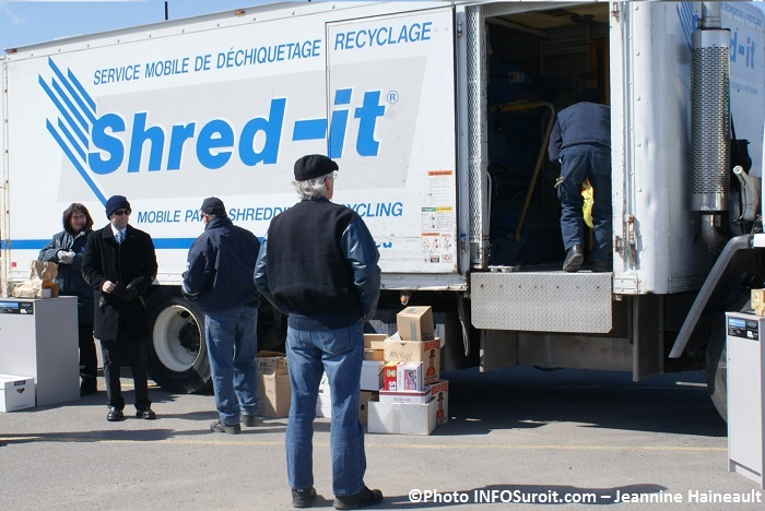 shred-it-operation-dechiquetage-dans-la-region-Photo-INFOSuroit-Jeannine_Haineault