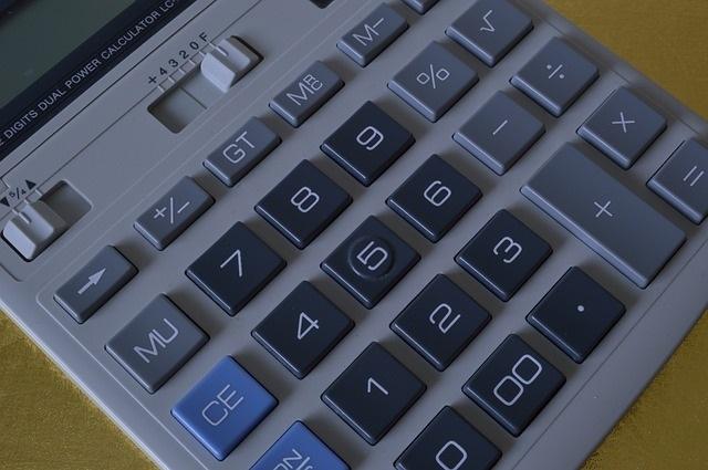Calculatrice-Budget-finances-photo-pixabay-publiee-par-INFOSuroit_com