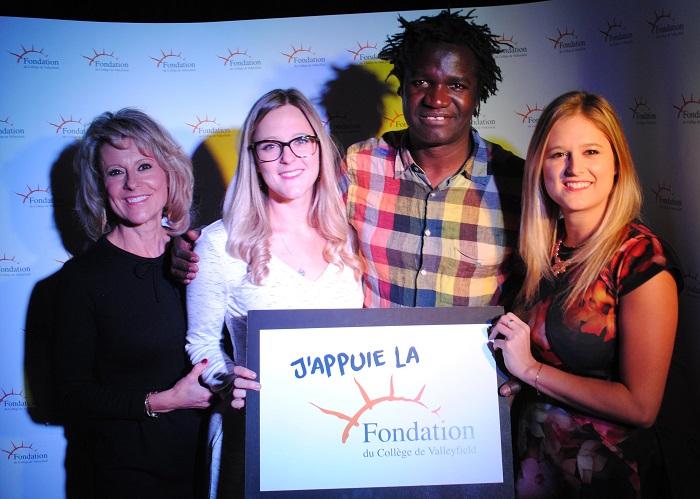 Vins et causerie fondation College presidente d_honneur Lynda_Archambault avec ses filles et Boucard_Diouf Photo courtoisie