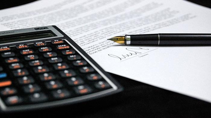 Calculatrice-budget-crayon-photo-Pixabay-publiee-par-INFOSuroit_com