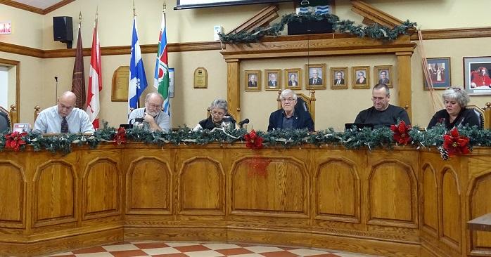 Conseil-municipal-Saint-Anicet-photo-courtoisie-publiee-par-INFOSuroit_com