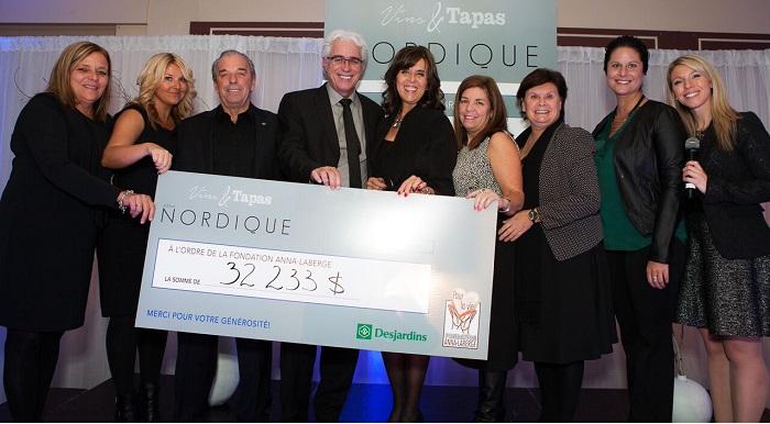 Fondation Anna-Laberge cheque soiree Vins et tapas comite organisateur 2015 Photo courtoisie
