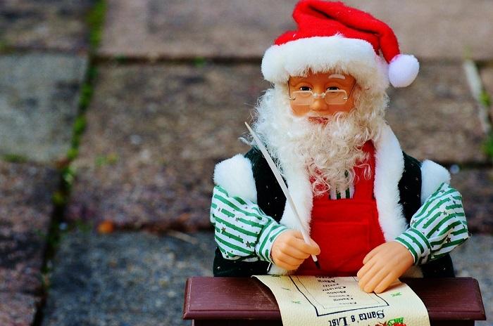 Pere_Noel liste cadeaux Image Pixabay via INFOSuroit_com