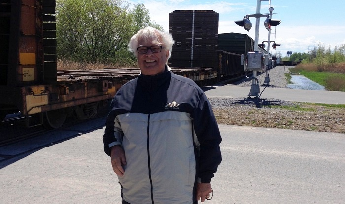 Pierre-Paul_Messier devant train a Valleyfield Photo courtoisie
