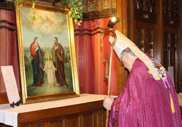 Porte sainte eveque Mgr Noel_Simard et Sainte Famille Photo courtoisie publiee par INFOSuroit