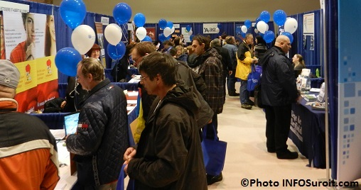 Salon-Emploi-VHSL-a-Valleyfield-visiteurs-kiosque-St-Hub-A30-Photo-INFOSuroit_com