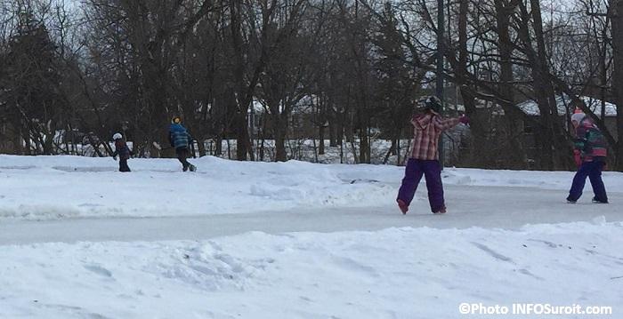 patineurs glace parc regional des iles St-Timothee hiver Photo INFOSuroit_com