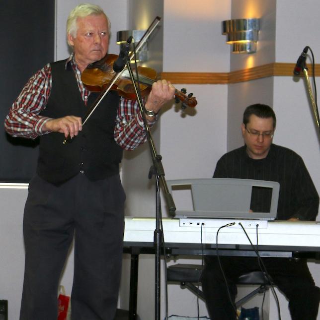 Gala folklorique St-Urbain-Premier violon clavier Photo courtoisie publiee par INFOSuroit