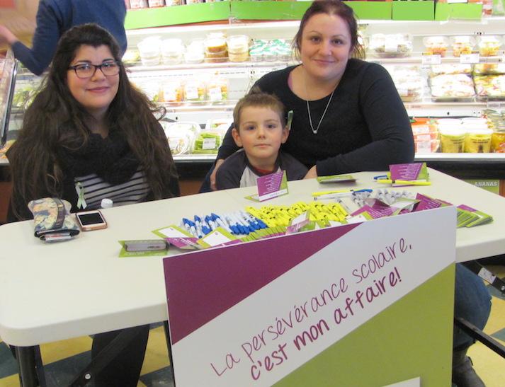 Perseverance scolaire Catherine_Lavalliere et Maude_Carriere de la Halte familiale au IGA Beauharnois Photo courtoisie MRC