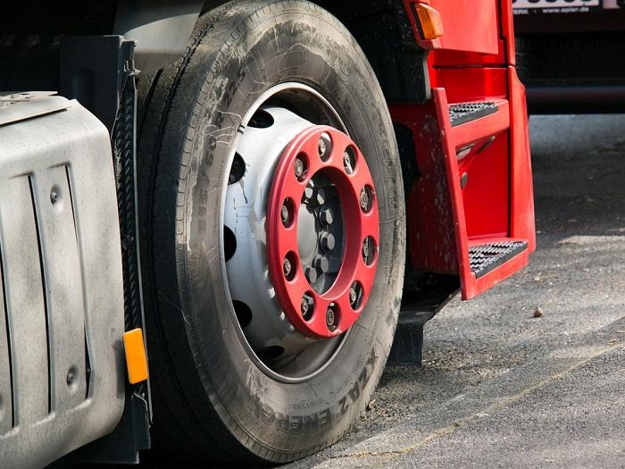 Roue-camion-image-Pixabay-publiee-par-INFOSuroit_com