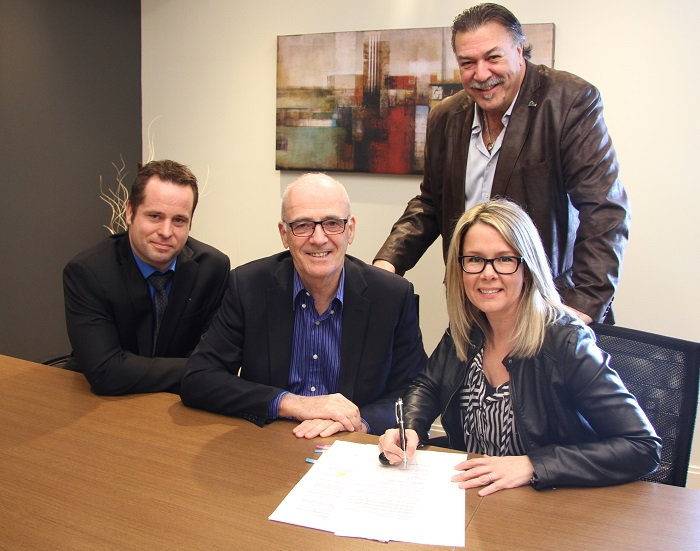 Signature entente developpement residentiel a St-Louis-de-Gonzague Photo courtoisie publiee par INFOSuroit