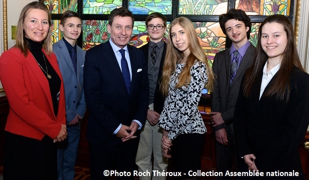 enseignante et etudiants College Heritage avec ministre Moreau Photo Roch_Theroux Assemblee Nationale