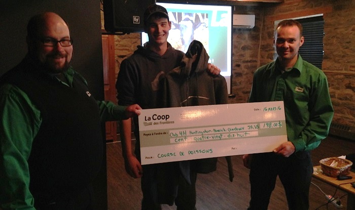 COOP cheque remis club 4H journee laitiere 2016 Photo courtoisie