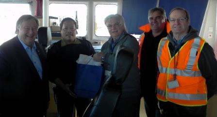 D_Lapointe maire Valleyfield Joel_Vistro capitaine du MV Floretgracht M_Gadoua pdg Port de Valleyfield J_Carter et C_Eddy de Valport