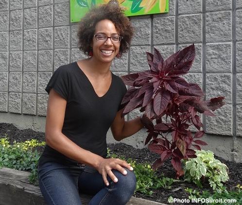 Jasmine_Kabuya_Racine-horticultrice-Photo-INFOSuroit_com