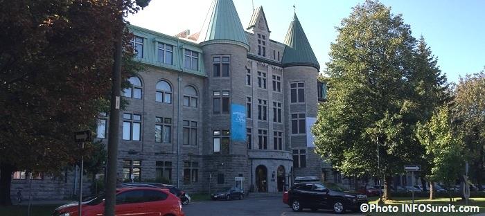 College de Valleyfield entree principale Photo INFOSuroit_com