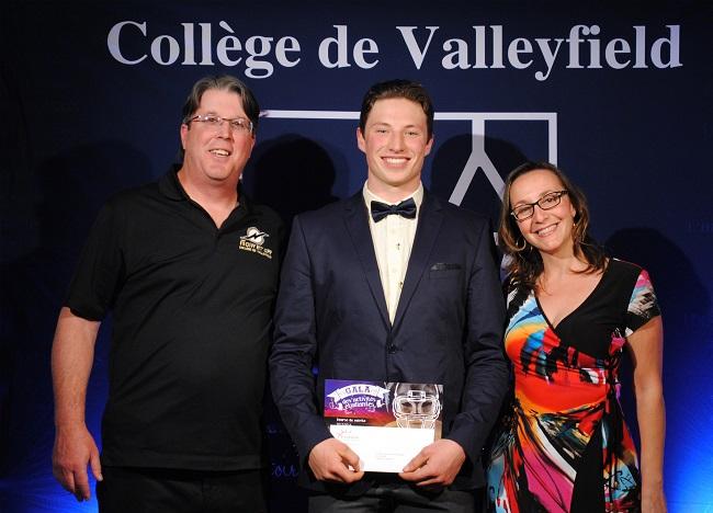 Gala-activites-etudiantes-college-de-valleyfield-Medaille-Lieutenant-Gouverneur-masculin-photo-courtoisie