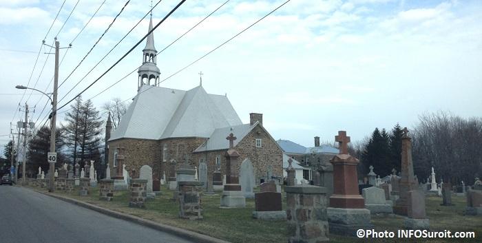 eglise Saint-Michel a Vaudreuil-Dorion et cimetiere Photo INFOSuroit_com