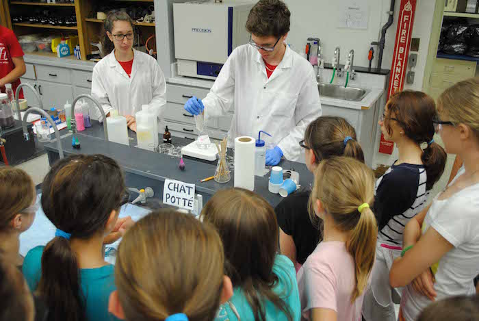 Atelier de chimie eleves du primaire visite 2014 Photo ColVal
