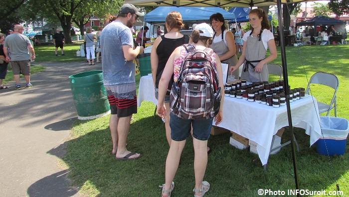 Beauharnois fete gourmande 2015 kiosques et visiteurs Photo INFOSuroit
