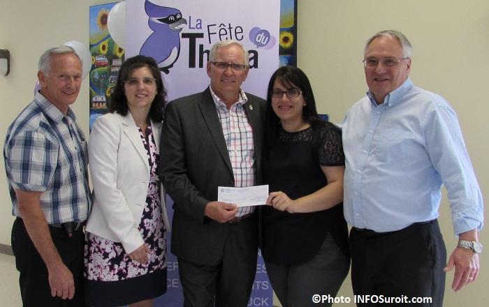 Fete du Thuya remise de cheque maire et comite organisateur Photo INFOSuroit