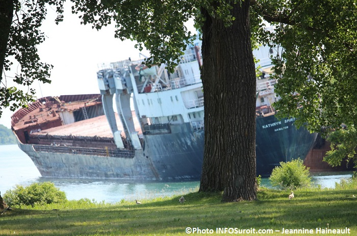 bateau Kathryn Spirit tangue dangereusement a Beauharnois Photo INFOSuroit-Jeannine_Haineault