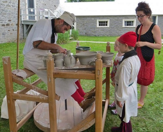 Potier fete seigneurie Chateauguay Photo Copyright HPeloquin courtoisie HSB