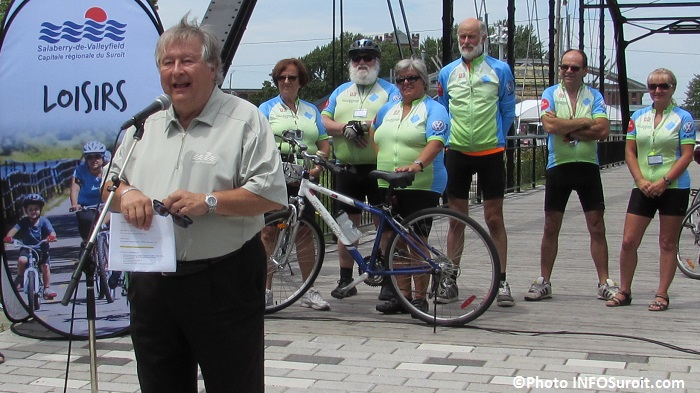 cyclisme partage de la route Denis_Lapointe maire de Valleyfield et Velo-patrouilleurs juillet 2016 Photo INFOSuroit