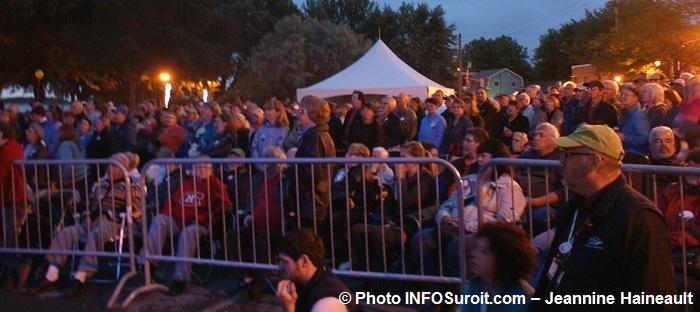 Fete des citoyens a Beauharnois spectateurs Photo INFOSuroit-Jeannine_Haineault