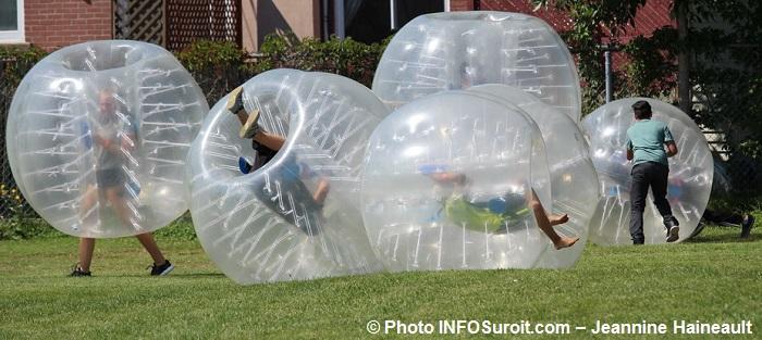 FetedesCitoyens Beauharnois bubble soccer Photo INFOSuroit-Jeannine_Haineault