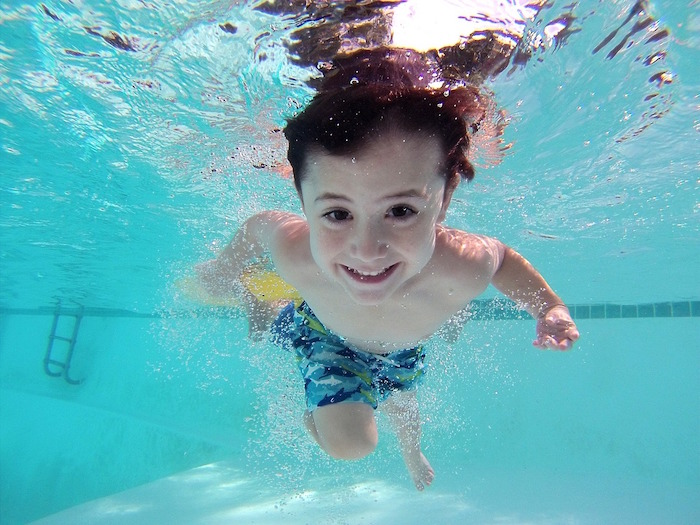 enfant pisicne natation chaleur Photo Pixabay via INFOSuroit