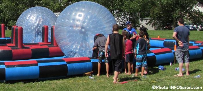 fete familiale St-Louis-de-Gonzague soccer bulle visiteurs famille Photo INFOSuroit
