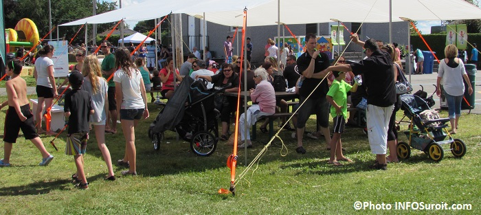 fete familiale St-Louis-de-Gonzague visiteurs familles table pique-nique Photo INFOSuroit