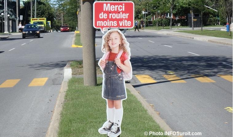 panneau Merci de rouler moins vite passage pietons Photo INFOSuroit_com