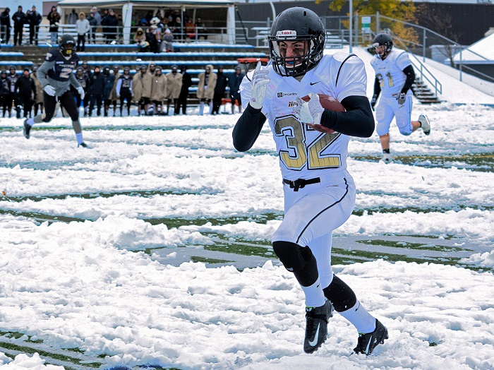 college-valleyfield-football-contre-thedfordmines-joueur-noiretor-32-photo-courtoisie-colval