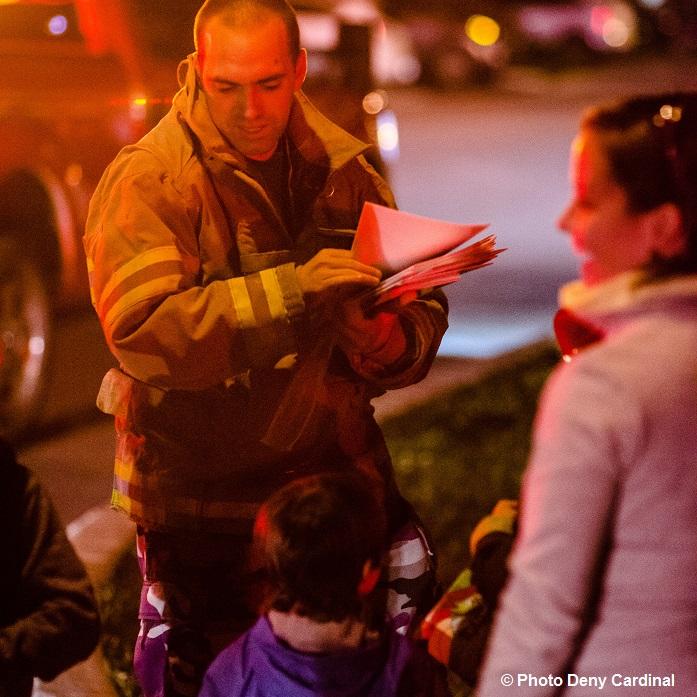 david_carrier-pompier-prevention-avec-citoyens-grandeevacuatiuon-2015-photo-deny-cardinal-via-sdv