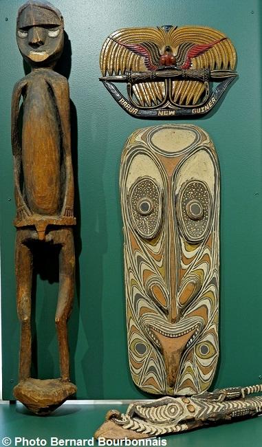 exposition-au-coeur-de-la-papouasie-artefacts-papous-photo-bernardbourbonnais-via-mrvs